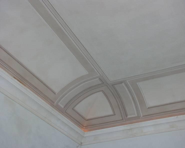 Villa Taglioni – Blevio Lago di Como Pareti & Pavimenti in stile classico di Archiluc's - Studio di Architettura Stefano Lucini Architetto Classico