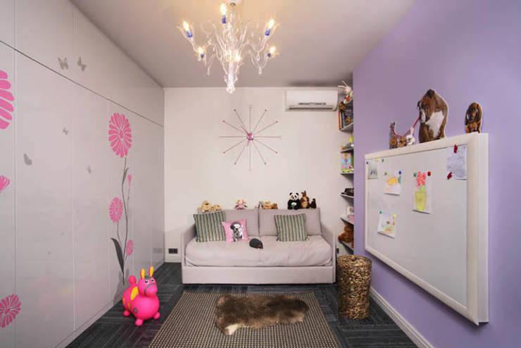 Квартира с двумя спальнями в Москве: Детская комната в . Автор – Студия Татьяны Гребневой