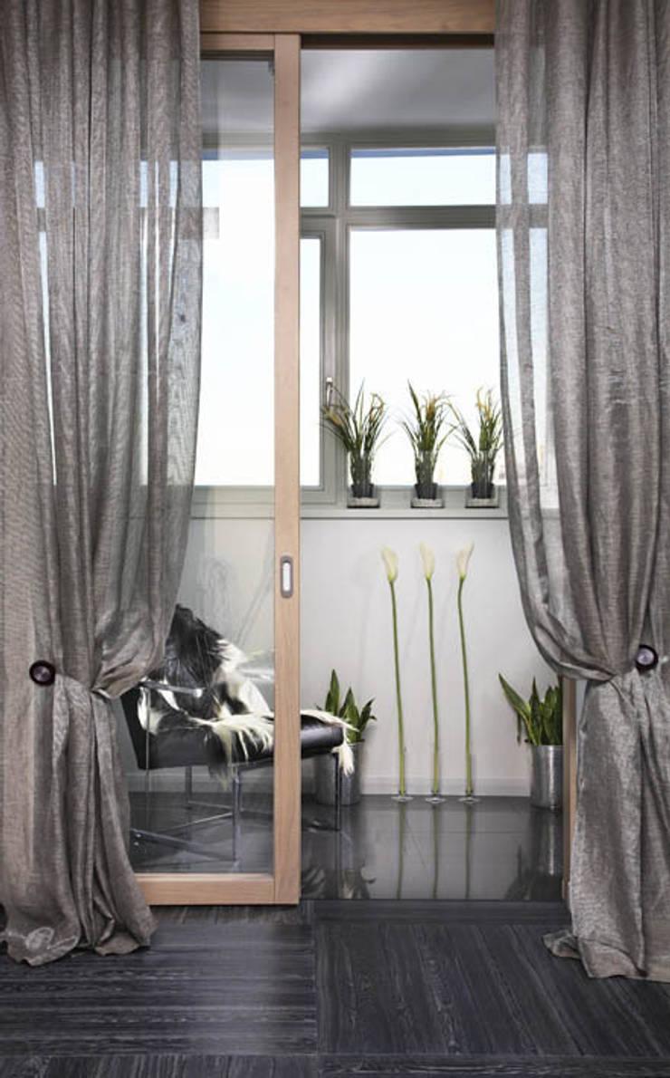 Квартира с двумя спальнями в Москве: Балкон, веранда и терраса в . Автор – Студия Татьяны Гребневой