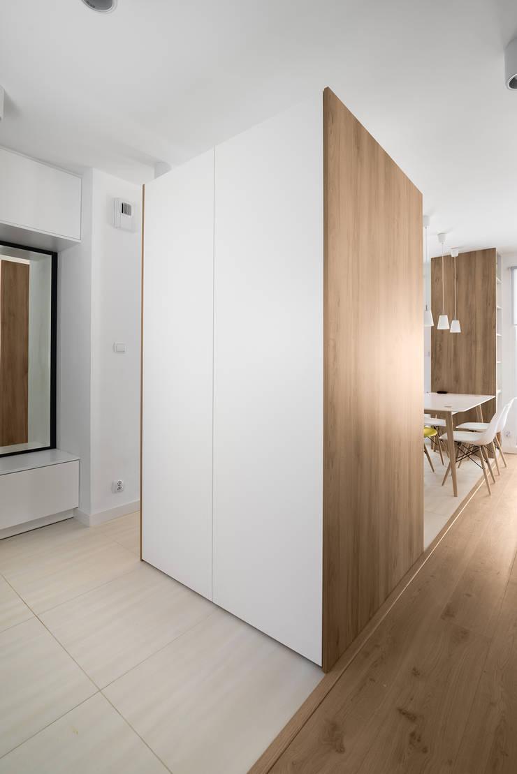 Mieszkanie MiM: styl , w kategorii Korytarz, przedpokój zaprojektowany przez 081 architekci