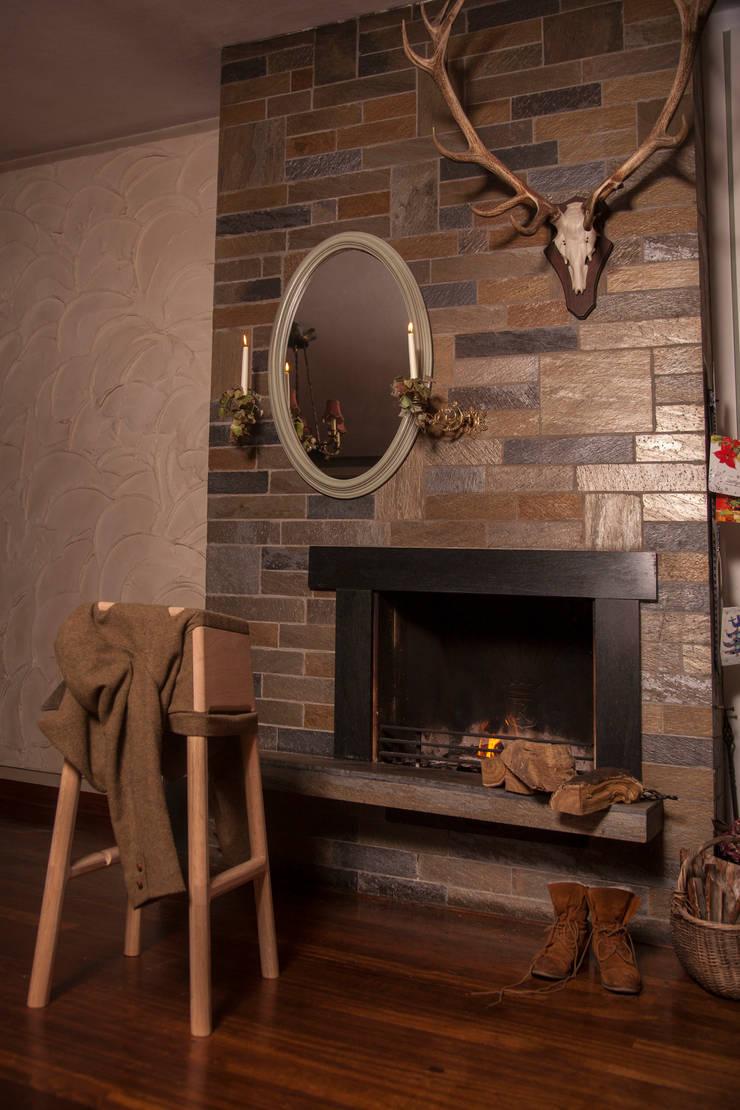 Livestock Bar stool (Smokey):  Eetkamer door Product Design - Tijn van Orsouw