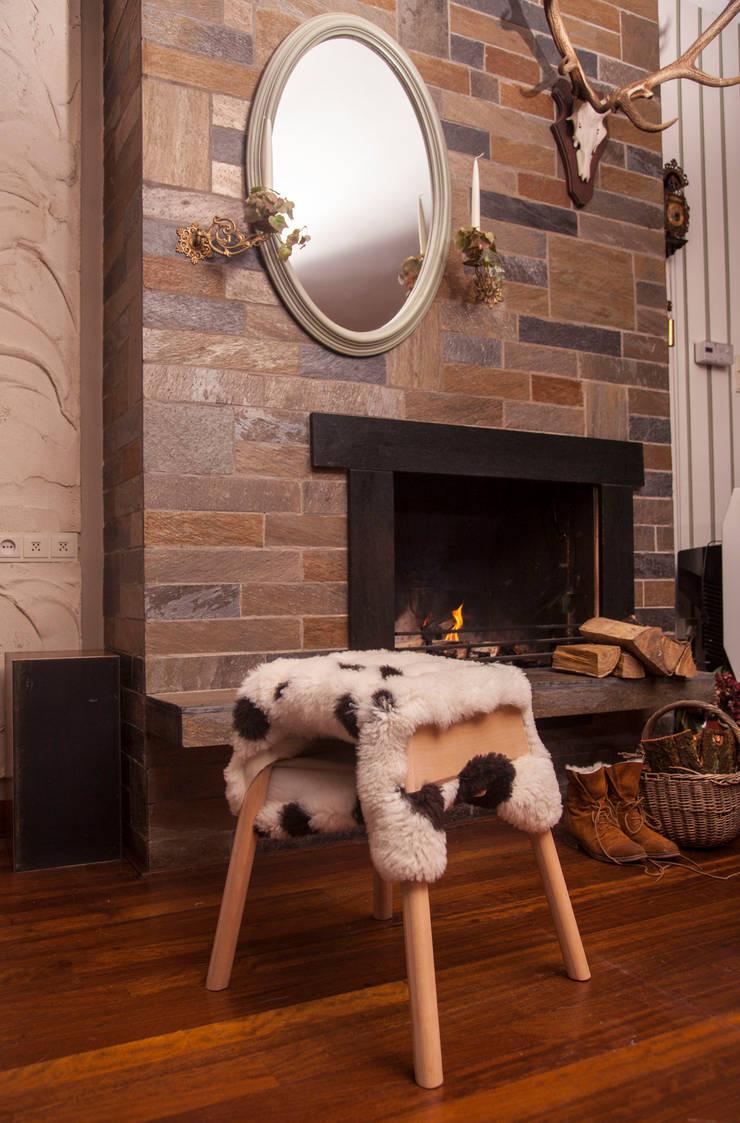 Livestock stool (Big Shaun):  Woonkamer door Product Design - Tijn van Orsouw