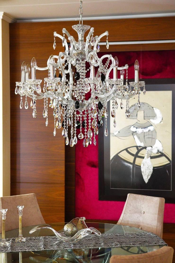 Lámparas de cristal para comedores, tanto ambientes clásico y modernos: Comedor de estilo  de Bimaxlight