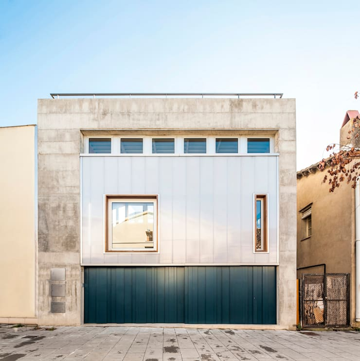 Casa Migdia: Casas de estilo  de Sau Taller d'Arquitectura