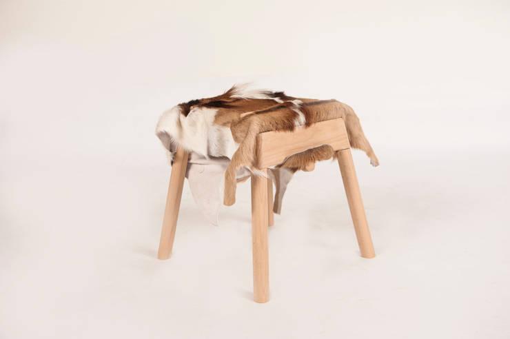 Livestock stool (Billy):  Woonkamer door Product Design - Tijn van Orsouw