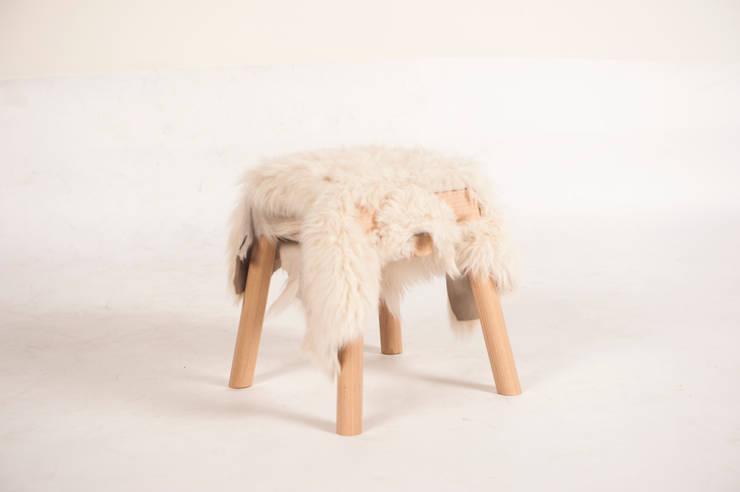 Livestock stool (Little Shaun):  Woonkamer door Product Design - Tijn van Orsouw