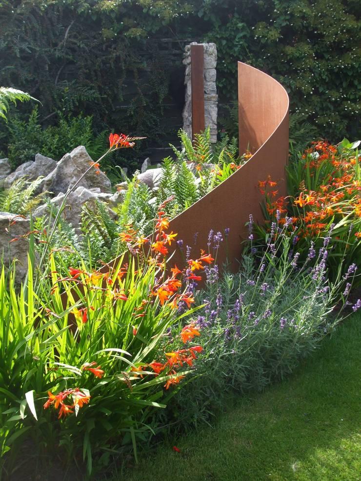 URBAN SPACE:  Garden by Charlesworth Design