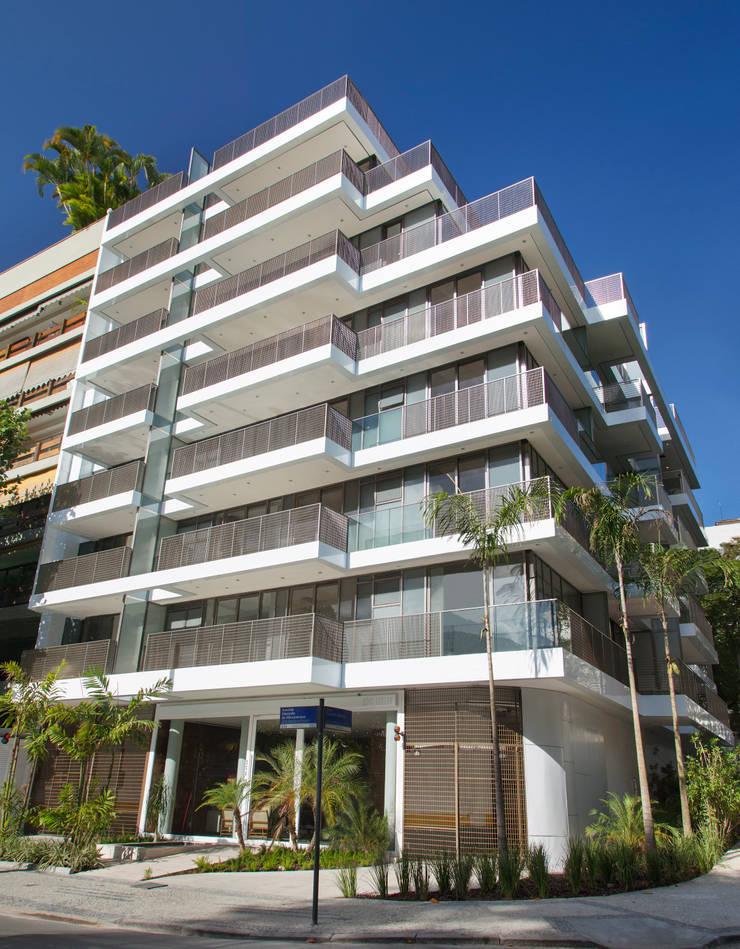 Edifício Rêve Leblon: Casas  por Gisele Taranto Arquitetura