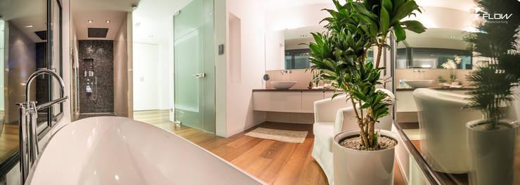 Projekty,  Łazienka zaprojektowane przez FLOW.Generalunternehmer