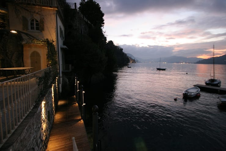 Villa Silva - Torno Lago di Como: Terrazza in stile  di Archiluc - Studio di Architettura Lucini Associati