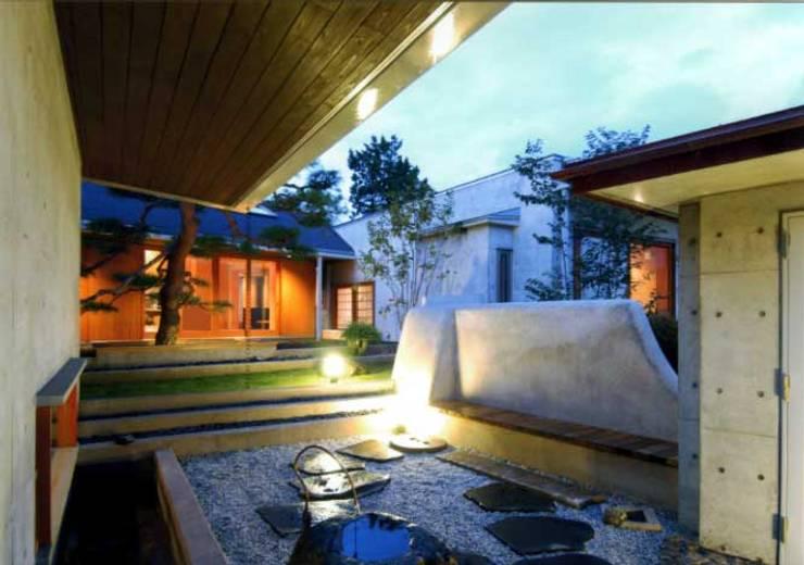 丘水庵 中庭: 片倉隆幸建築研究室が手掛けた家です。