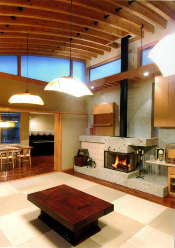 丘水庵 暖炉: 片倉隆幸建築研究室が手掛けた和室です。