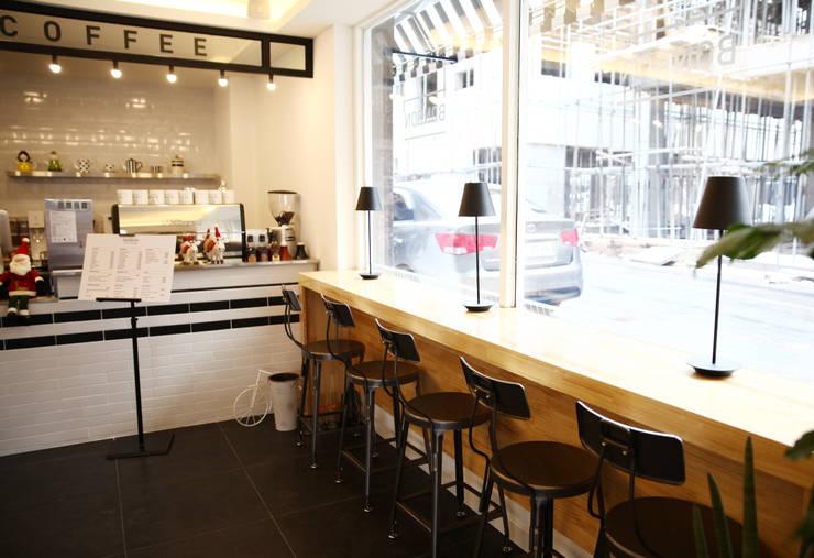 아기자기한 카페공간 <q>BONBON</q>: 1204디자인의