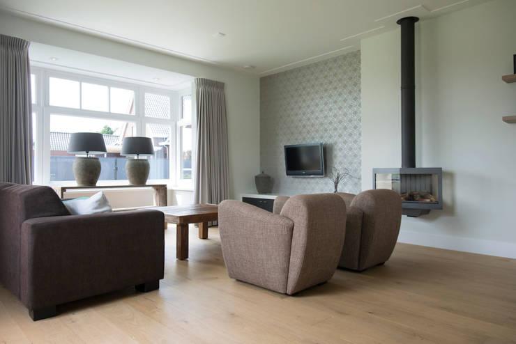 Overzicht van de woonkamer :  Woonkamer door Hemels Wonen interieuradvies , Modern