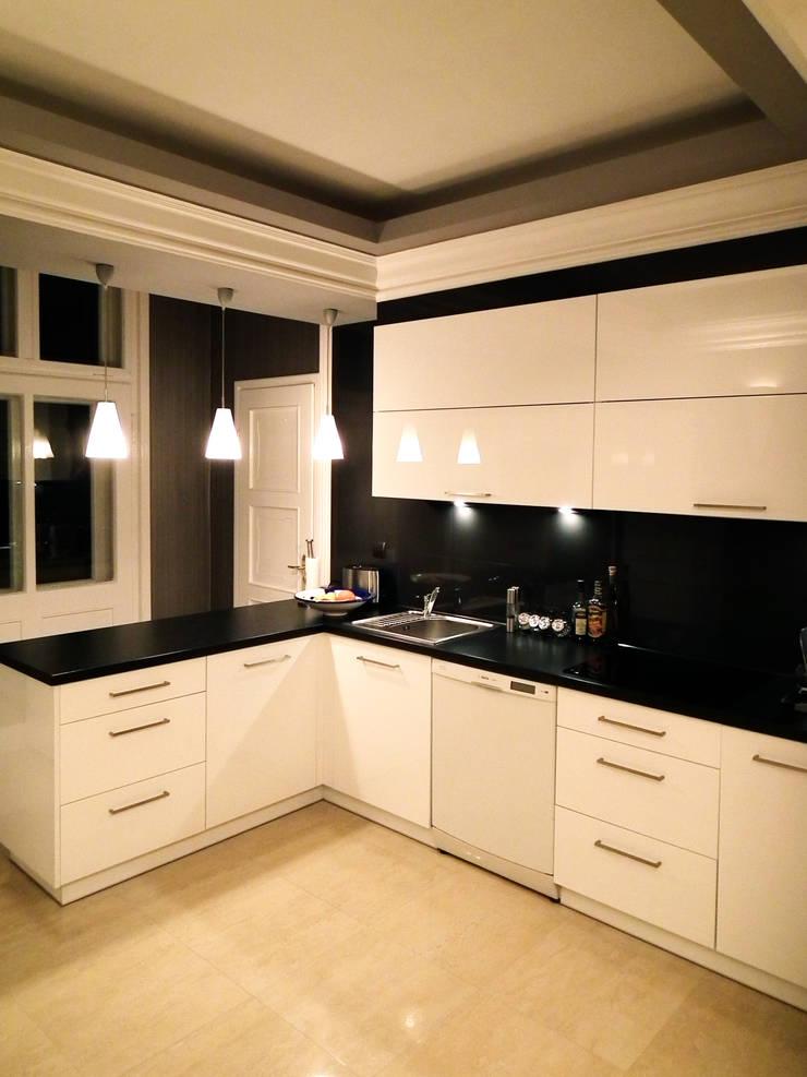 Eleganckie Wnętrze: styl , w kategorii Kuchnia zaprojektowany przez LMarchitekt,Klasyczny
