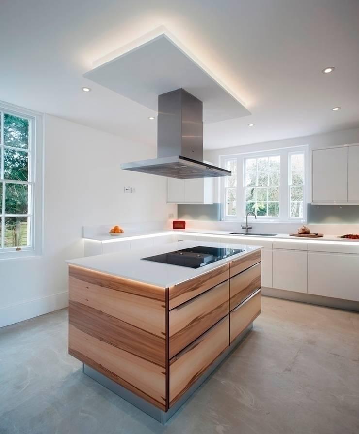 Flow High Gloss White:  Kitchen by Stoneham Kitchens