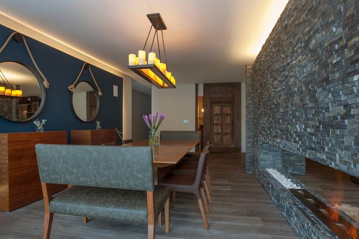 Sala de jantar  por kababie arquitectos