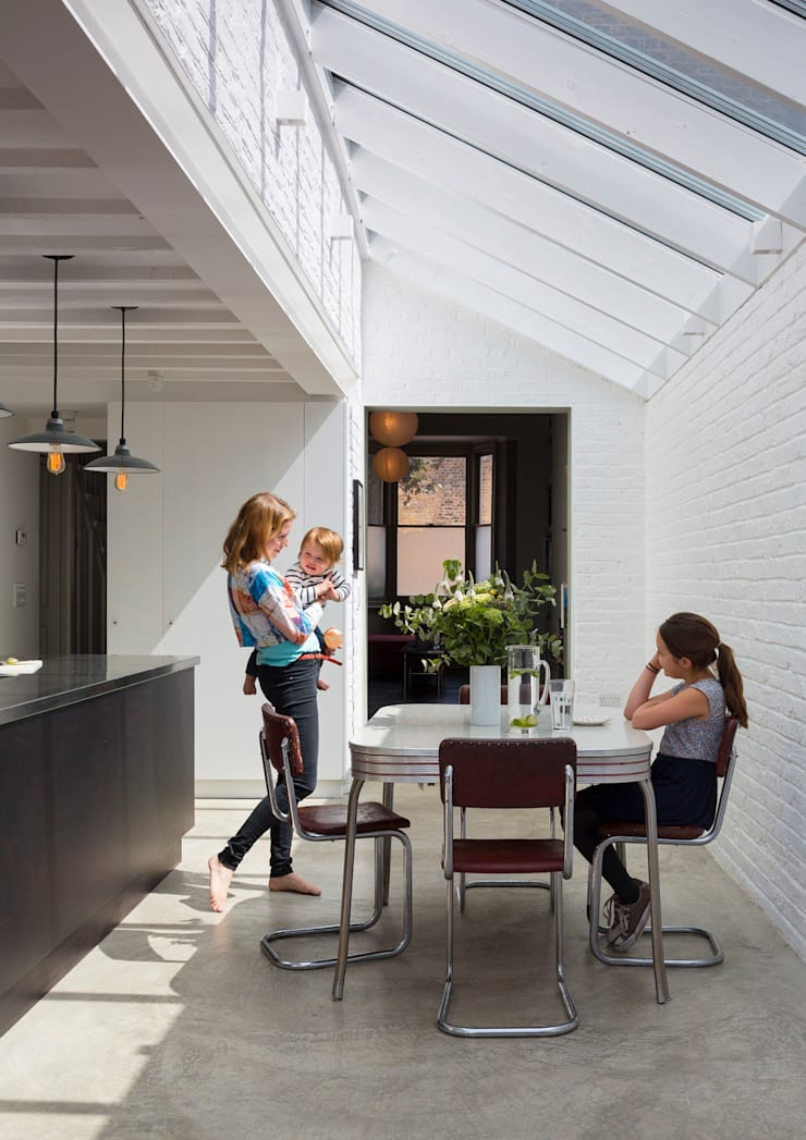 Kitchen Diner:  Dining room by Mustard Architects