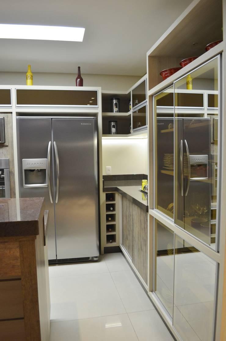 Projeto de interiores – Cozinha casal: Cozinhas  por Ésse Arquitetura e Interiores,
