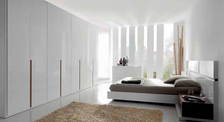 Dormitorio Line: Dormitorios de estilo  de Muebles Begui
