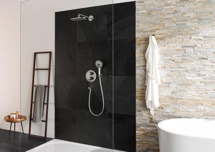 Eurocosmo badkamer voorzien van GROHE Eurodisc Joy serie: moderne Badkamer door Grohe Nederland BV