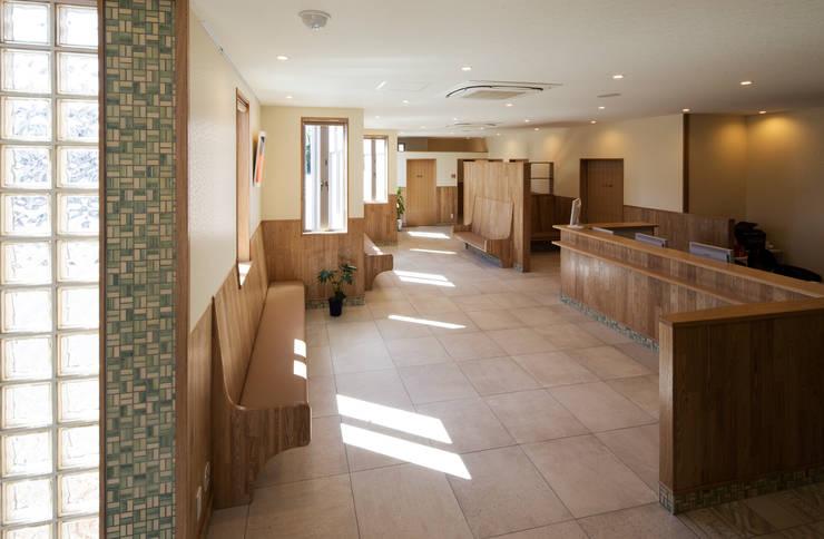 待合室1: 矩須雅建築研究所が手掛けた和室です。