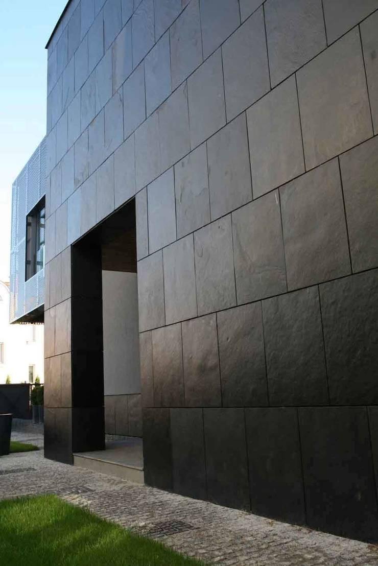 KL fasada: styl , w kategorii Domy zaprojektowany przez Jednacz Architekci,Nowoczesny