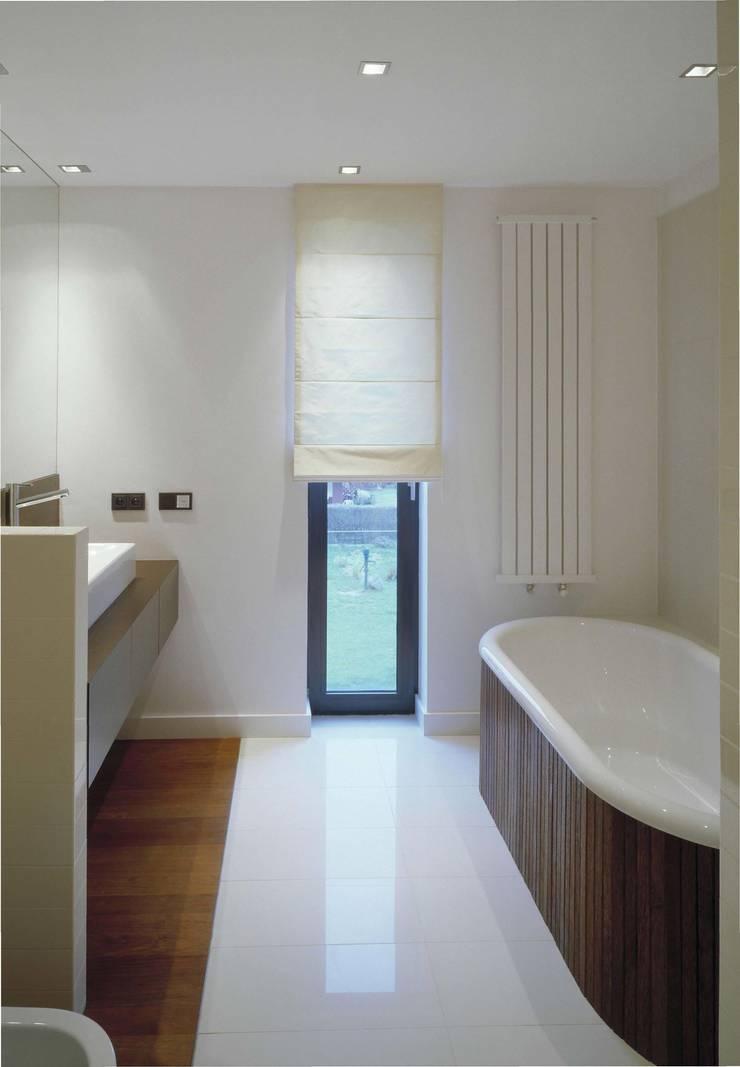 KL lazienka: styl , w kategorii Łazienka zaprojektowany przez Jednacz Architekci,Minimalistyczny