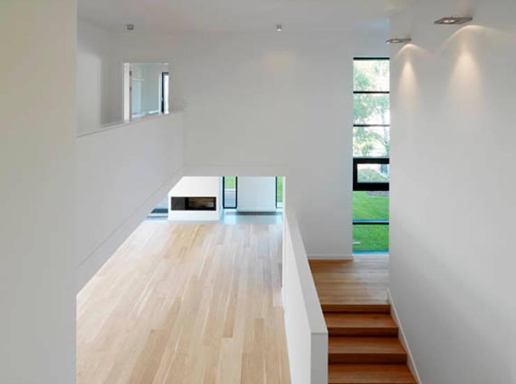 Dom 175: styl , w kategorii Korytarz, przedpokój zaprojektowany przez Jednacz Architekci