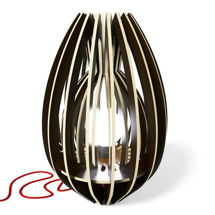 La lampe  CALYX 48: Salon de style de style eclectique par Osmose le bois