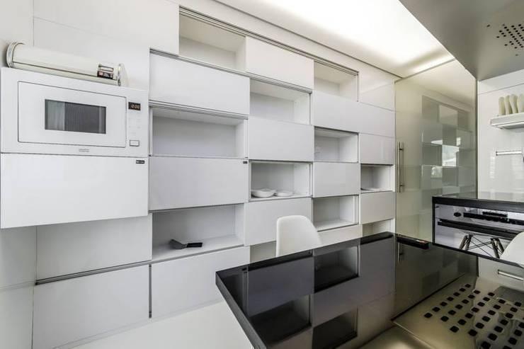 ШКАФ: Кухни в . Автор – Arch Group, Эклектичный