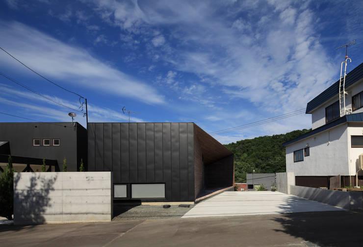 Casas de estilo  de 株式会社コウド一級建築士事務所, Moderno