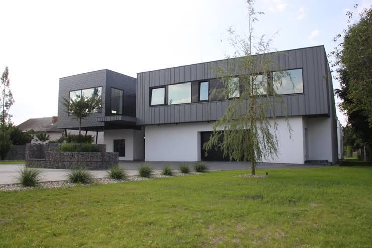 Dom ZESTAWNA : styl , w kategorii Domy zaprojektowany przez REFORM Konrad Grodziński