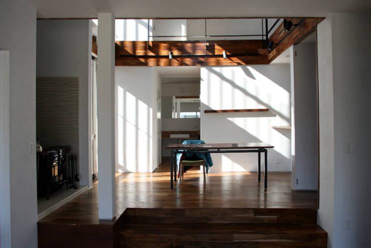 中津O邸 Nakatsu O house: 一級建築士事務所たかせaoが手掛けたダイニングルームです。