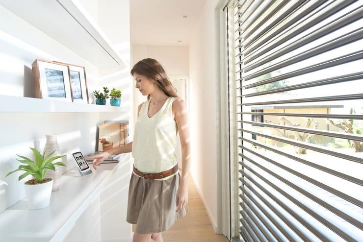 Puertas y ventanas de estilo moderno por Rollomeister