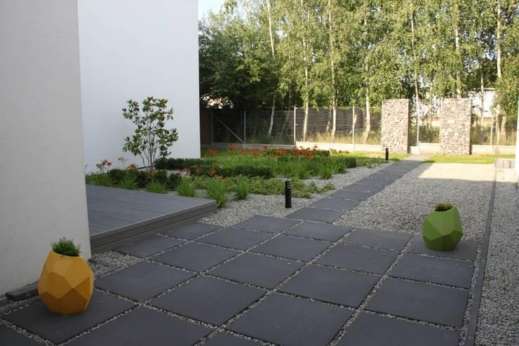 Dom ZESTAWNA : styl , w kategorii Ogród zaprojektowany przez REFORM Konrad Grodziński