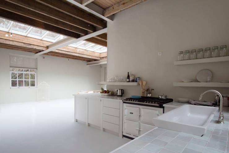 de keuken : eclectische Keuken door Architectenbureau Vroom