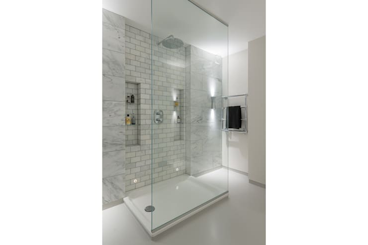 Broadhinton Road:  Bathroom by Will Eckersley