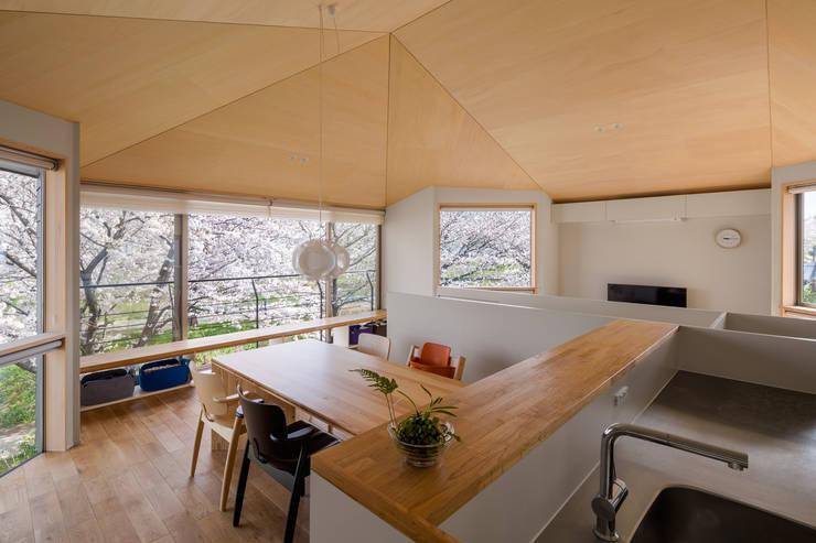 Ruang Keluarga oleh 株式会社リオタデザイン, Modern