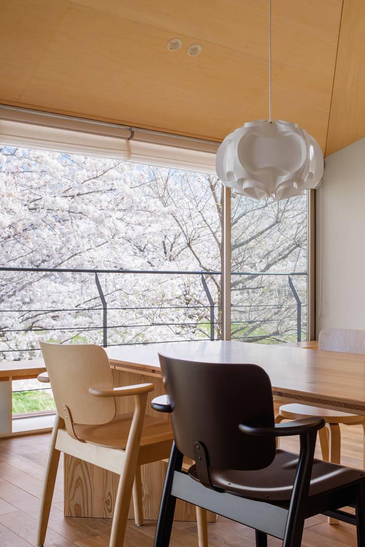 Ruang Makan oleh 株式会社リオタデザイン, Modern