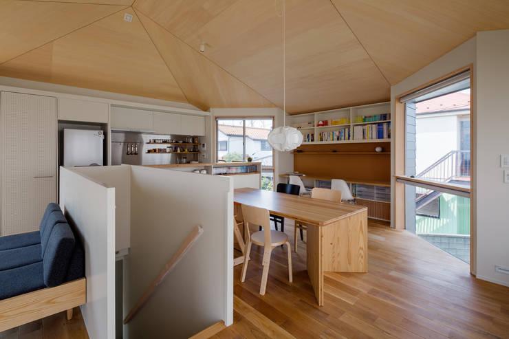 Dining room by 株式会社リオタデザイン, Modern
