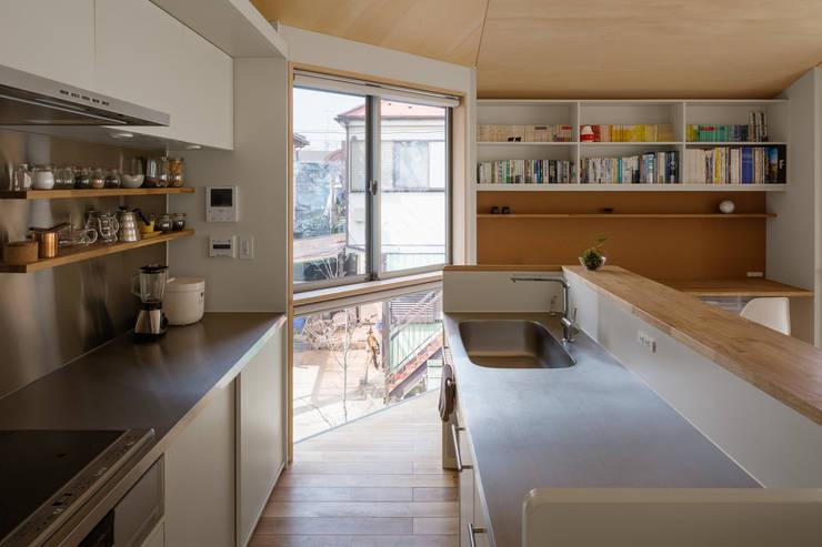 Dapur oleh 株式会社リオタデザイン, Modern