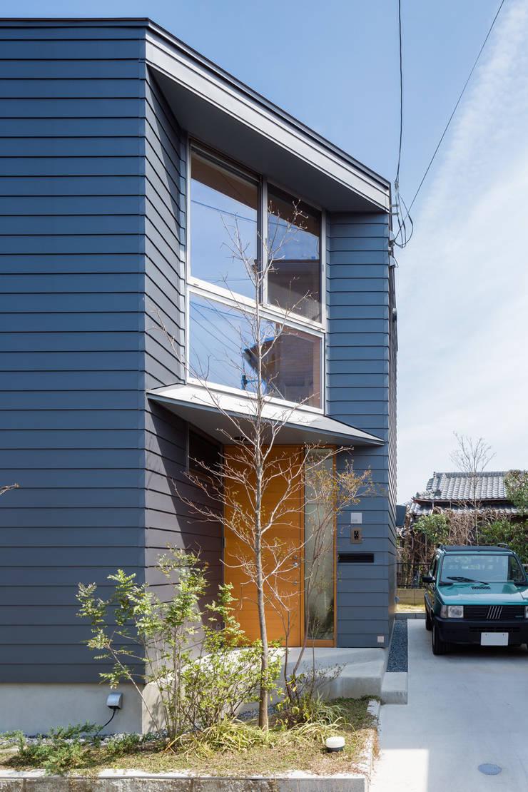 Houses by 株式会社リオタデザイン, Modern