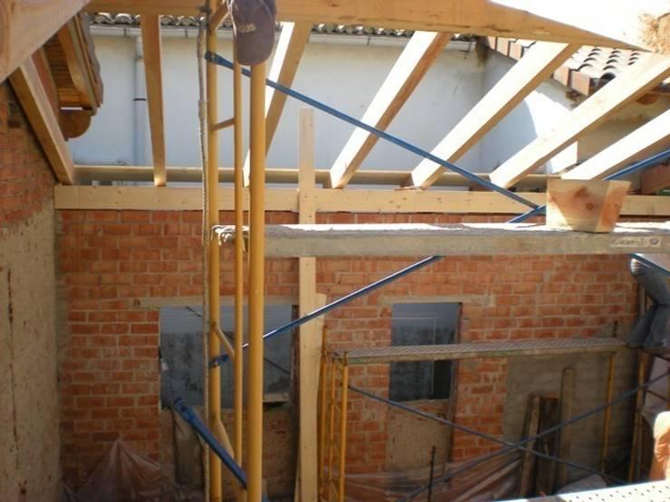 tejado Gasteiz:  de estilo  de Reformas y Revestimientos Araba