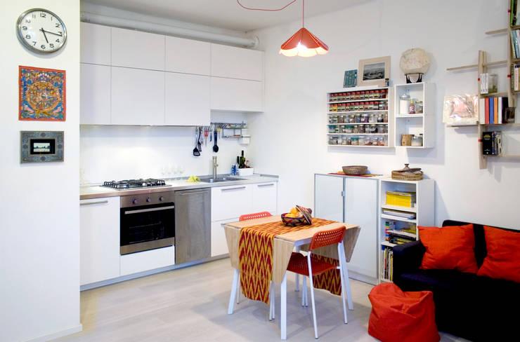 Zona giorno: Cucina in stile in stile Minimalista di M N A - Matteo Negrin