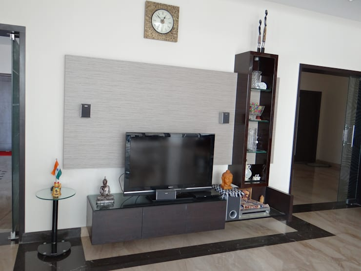 the tv unit in the living:  Living room by Hasta architects
