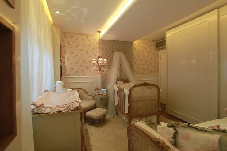 Dormitorios infantiles de estilo clásico de MJArquitetura
