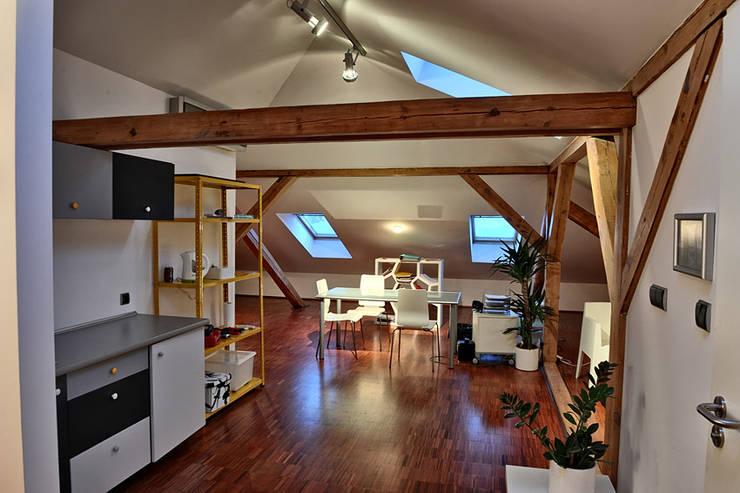 studio : styl , w kategorii Salon zaprojektowany przez REFORM Konrad Grodziński