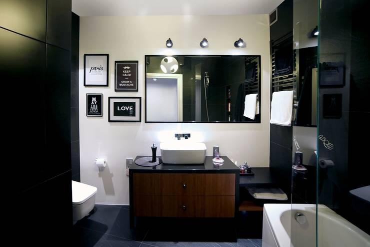 Baños de estilo moderno por INSPACE
