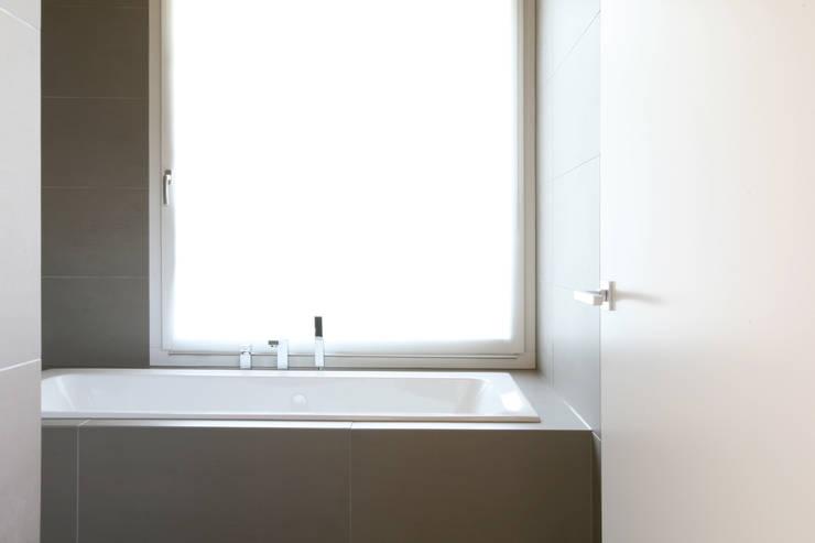 skizzenROLLE의  욕실
